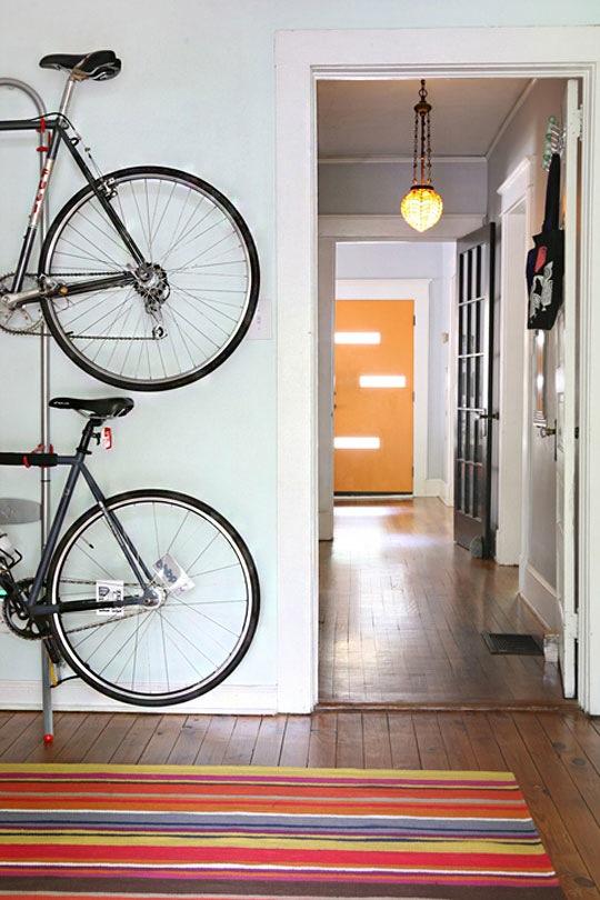 guardar bicis exterior formas ingeniosas de guardar bicicletas y material deportivo