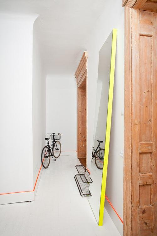 pequenos-toques-de-color-para-espacios-minimalistas-04