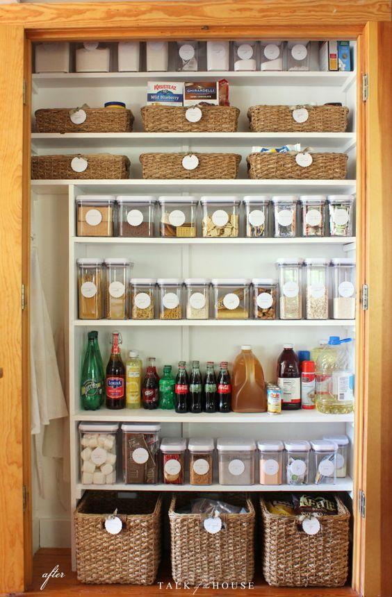 Ideas para organizar tu despensa con tarros y contenedores - Estanterias para despensas ...