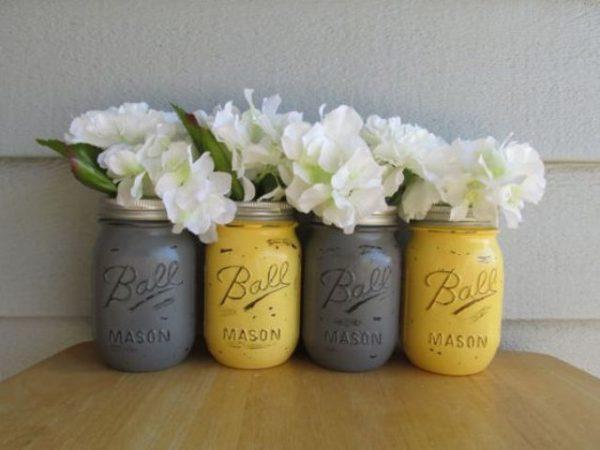 Ideas para una sala de estar elegante en gris y amarillo for Decoracion de salas en gris y amarillo