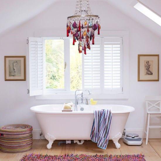 Lamparas Baño Vintage:Cómo decorar el baño con lámparas de araña y de techo Artículo