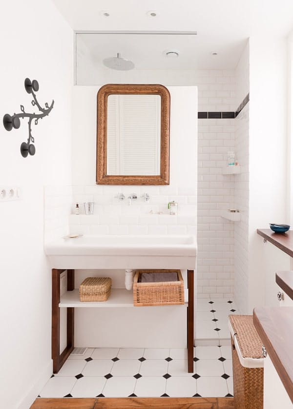 Baño Vintage Pequeno:Parisian Apartment Bathroom