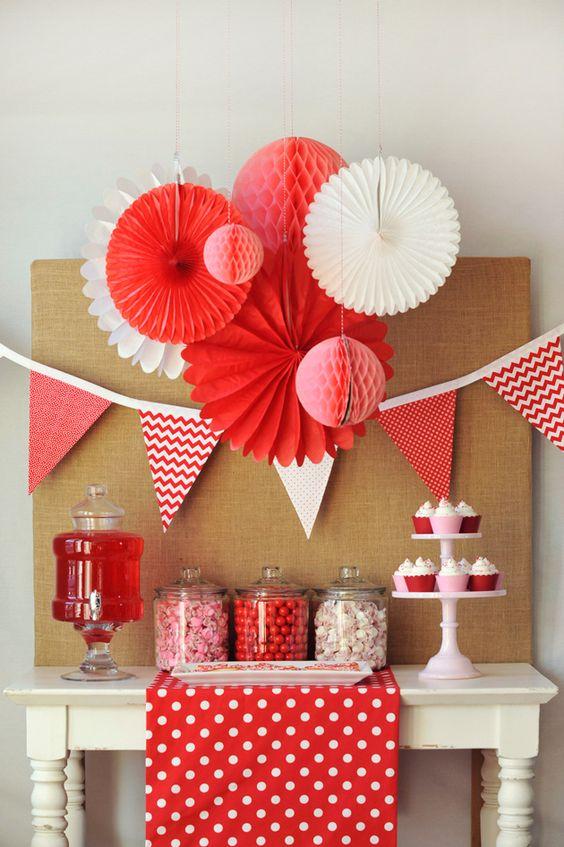 Las creaciones de papel son otro clásico de la decoración del día de San  Valentín. No te asustes si el origami no es lo tuyo, se pueden encontrar  muchos