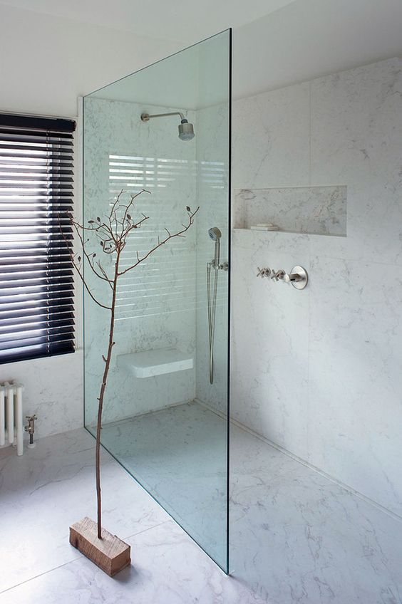 Propuestas para tener una ducha sin plato en tu ba o for Con que se limpia el marmol blanco