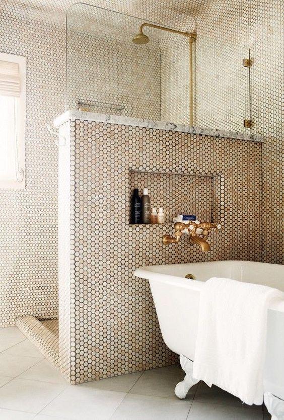 Propuestas para tener una ducha sin plato en tu ba o - Suelos de ducha antideslizantes ...