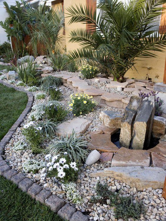 el csped o cualquier cubresuelo menos consumidor de agua tambin ser un buen marco para un jardn de piedras y rocas como vemos aqu - Piedras Jardin