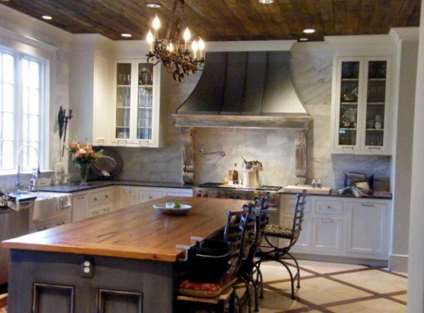 esta encimera de madera sobre la isla combina muy bien con el techo del mismo material otra interesante opcin para una cocina de estilo tradicional