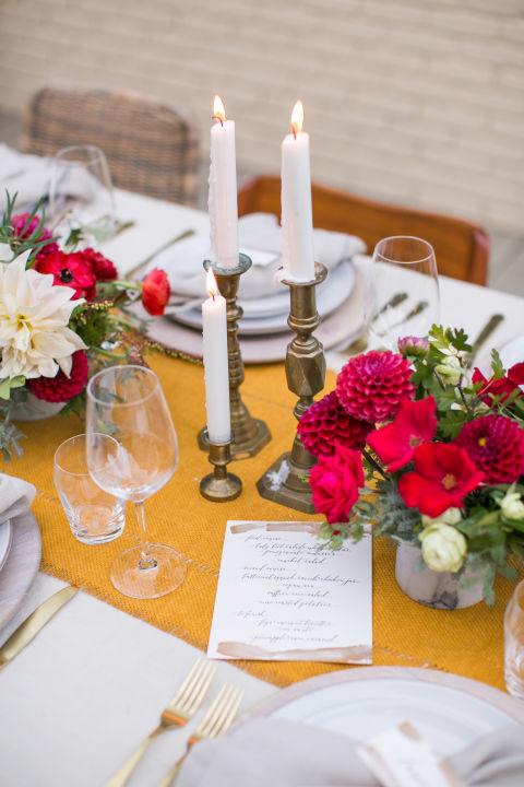 Decora tu mesa para san valent n con flores frescas for Decorar mesa san valentin
