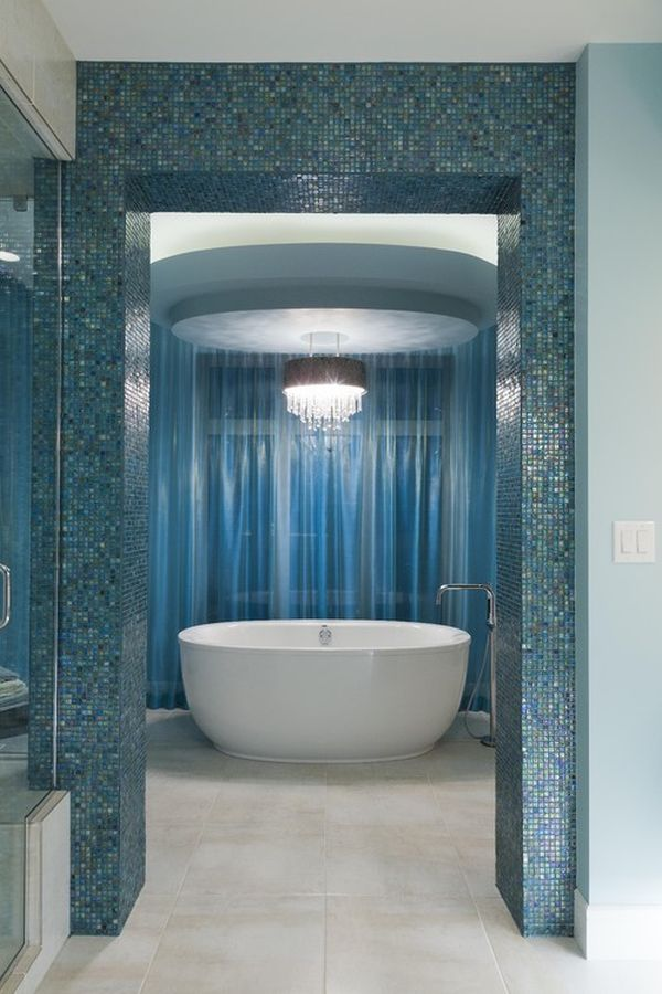 Relajantes cuartos de baño decorados en color azul