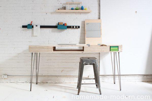 otro escritorio estilo modernista con patas metlicas de horquilla y madera de