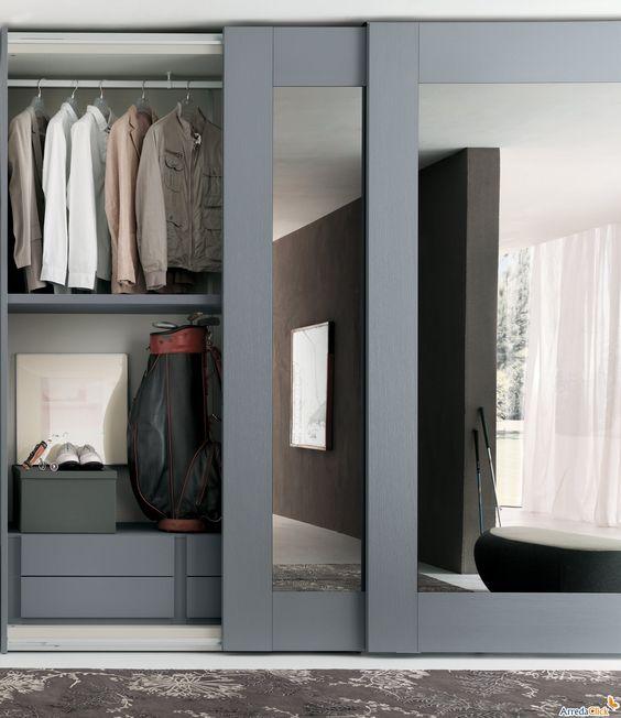 Ten un armario con puertas de espejo for Espejo de pared cuerpo entero