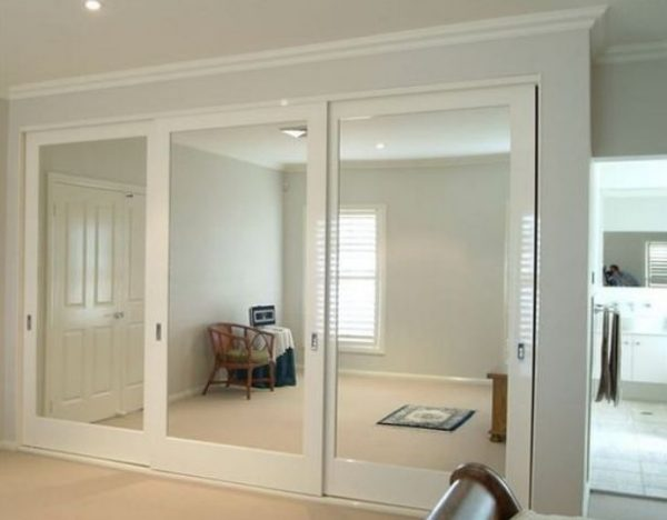 Ten un armario con puertas de espejo for Armario con espejo