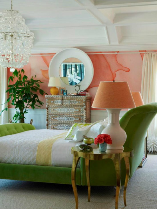 en un cuarto de bao decorado en blanco como ste la verdad es que queda muy bien revestir una pared o dos con papel pintado de colores vivos