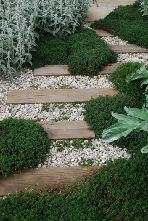Preciosas ideas de caminos de jard n con madera for Galpon de madera para jardin