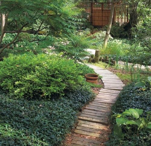 Preciosas ideas de caminos de jard n con madera for Jardin con madera