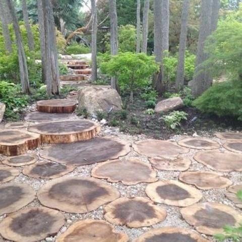 Preciosas ideas de caminos de jard n con madera - Jardines con madera ...