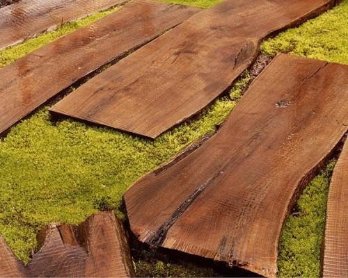Preciosas ideas de caminos de jard n con madera for Baldosas de madera para jardin