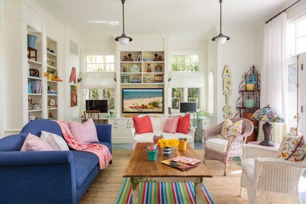 el living destaca tambin por el rico colorido y la de los muebles en casi cada estancia hay un mueble de aspecto desgastado que contrasta