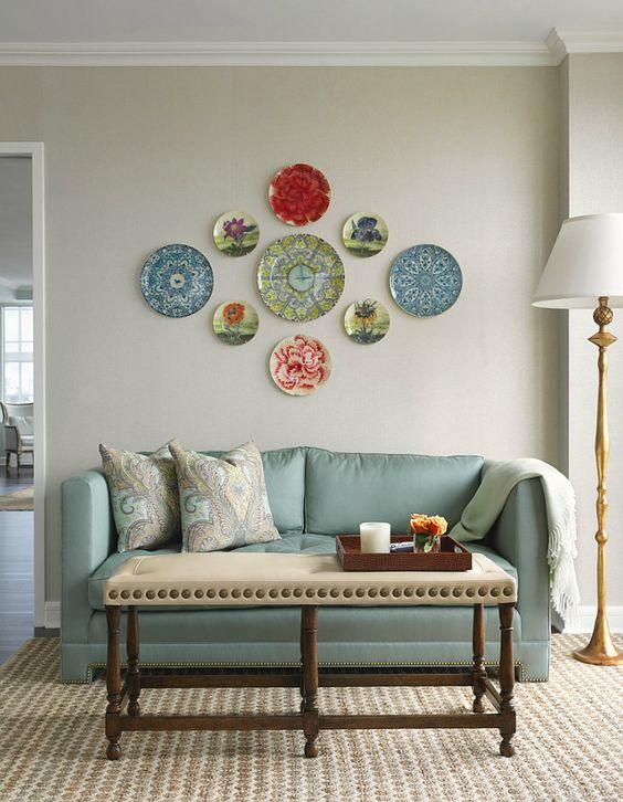 20 ideas para decorar paredes con platos for Sala de estar larga