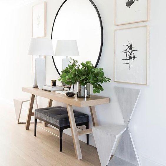 para un espacio decorado en un estilo actual debemos decantarnos por espejos con marcos finos de bajo impacto visual y espejos cuadrados o redondos u