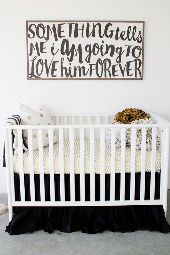 si se te dan bien las o el arte puedes preparar tus propias pinturas o grabados para decorar las paredes de la habitacin de tu beb