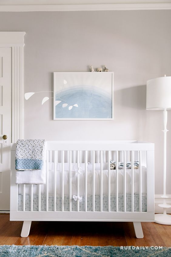 tambin podemos crear toda una pequea coleccin de carteles grabados y objetos para decorar las paredes de la habitacin del beb