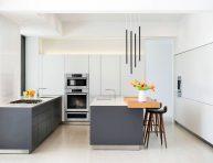 imagen Ten una elegante cocina en blanco y gris