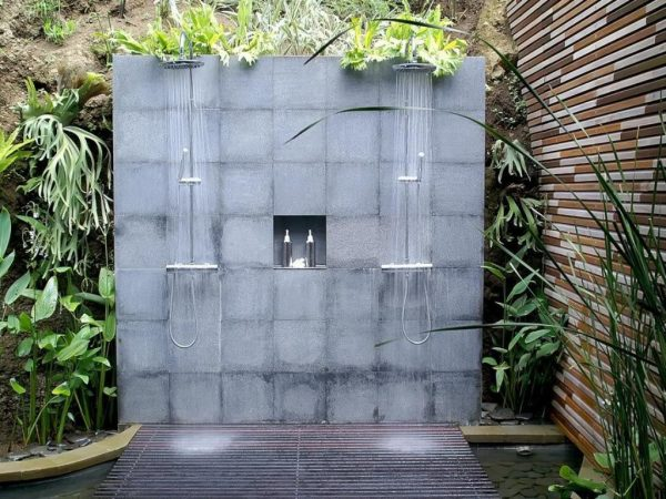 Bell simas e inspiradoras duchas de exterior for Duchas para piscinas exterior