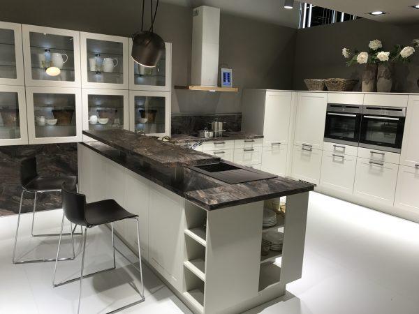 Ideas de armarios de cocina con puertas de cristal - Cocina con pared de cristal ...