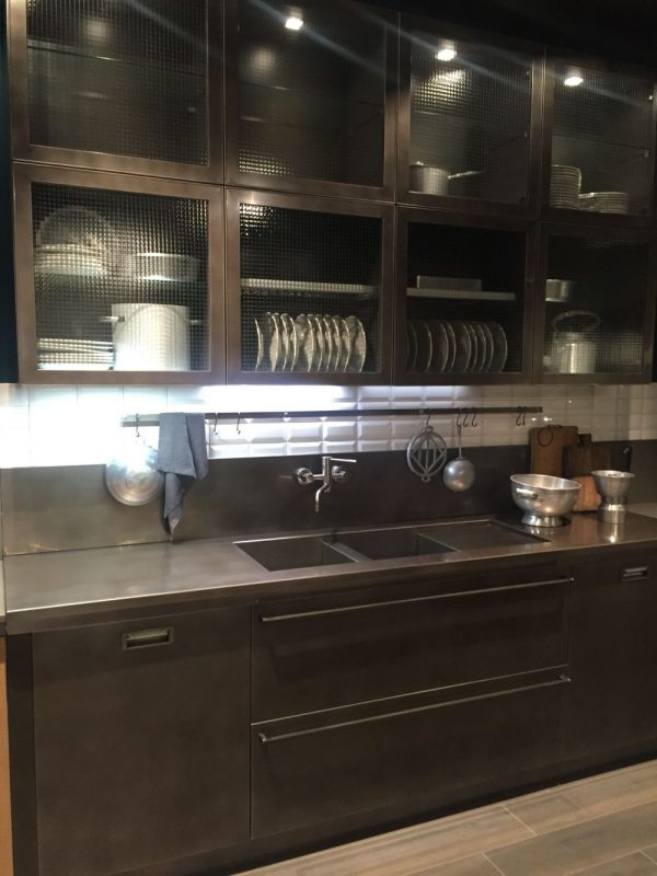 Ideas de armarios de cocina con puertas de cristal for Con que limpiar los armarios de la cocina