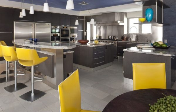 Armarios en color gris para tener una cocina elegante for Que color de pared para una cocina gris