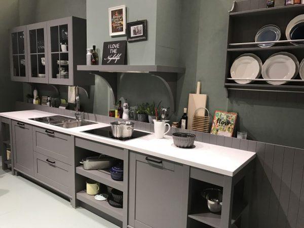 ten un moderno mueble de cocina en color gris On muebles de cocina color gris