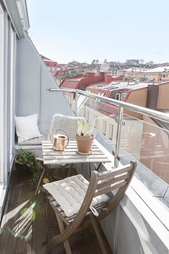 20 ideas especiales para decorar tu balc n. Black Bedroom Furniture Sets. Home Design Ideas