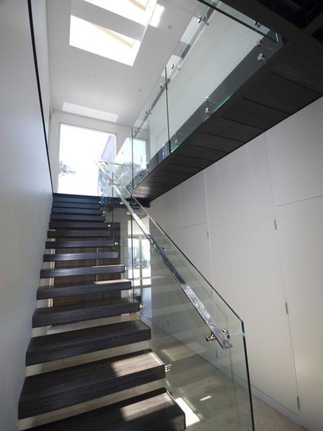 Escaleras con barandillas de cristal 09 gu a para decorar - Barandillas de escaleras interiores ...