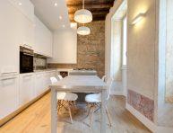 imagen Un apartamento en Roma de estilo moderno y rústico