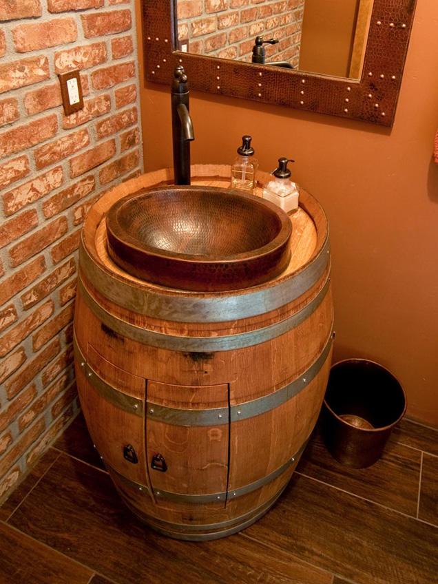 una barrica de vino puede ser un original mueble para lavabo en un cuarto de bao de estilo rstico necesitaremos proteger bien la madera y elegir un - Lavabos Originales