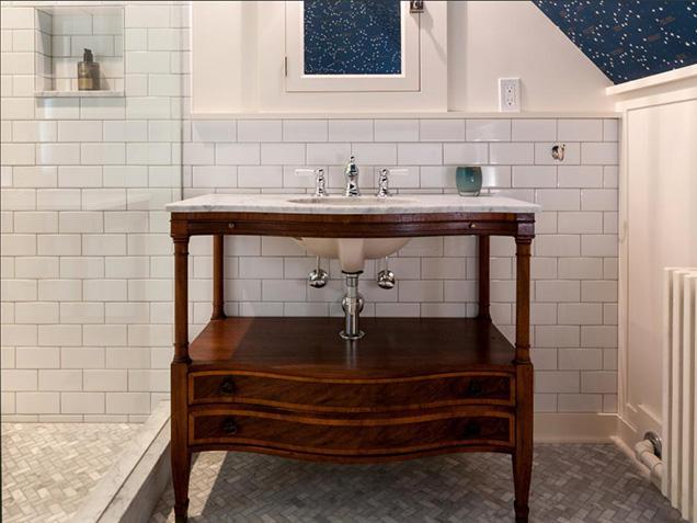 20 lavabos hechos con materiales reciclados for Muebles de lavabo de obra