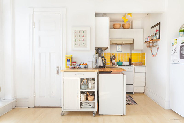 10 cocinas peque as pero muy bien aprovechadas for Cocinetas para cocinas pequenas