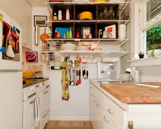 10 cocinas peque as pero muy bien aprovechadas for Estantes para cocina pequena