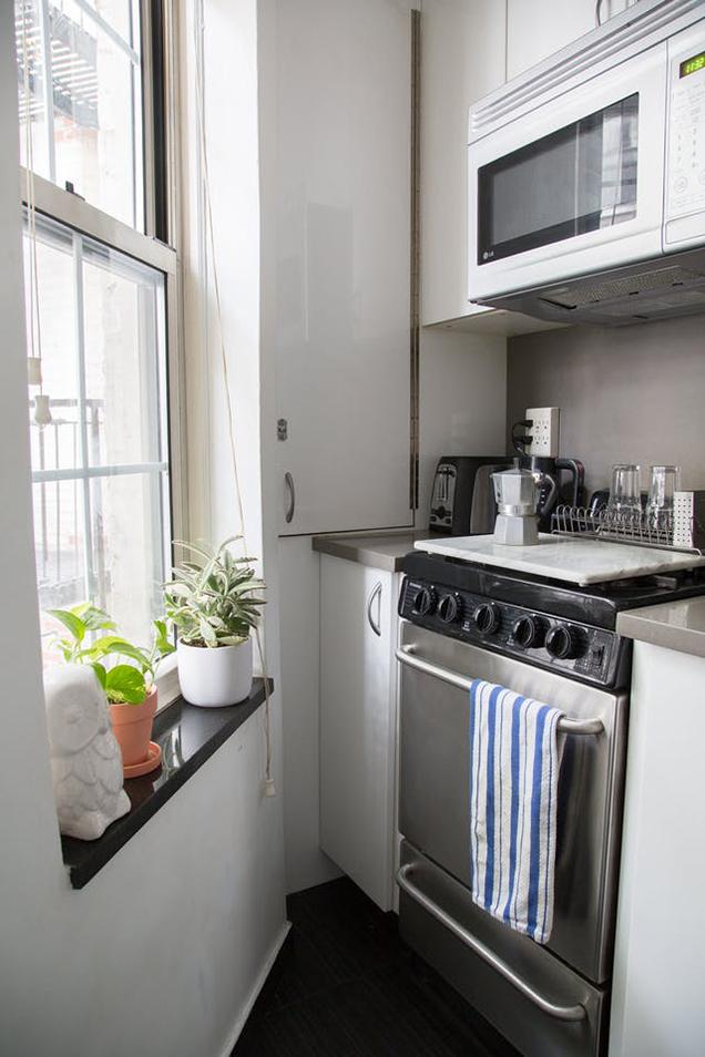 10 cocinas peque as pero muy bien aprovechadas for Como se decora una cocina pequena