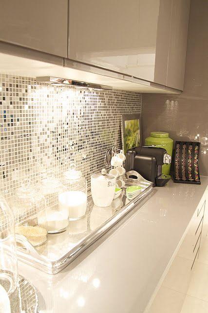 15 ideas elegantes de fondos met licos para tu cocina - Azulejos antisalpicaduras ...