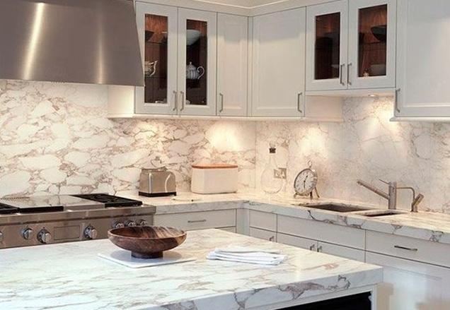 Opciones antisalpicaduras para los frentes de cocina - Tipos de marmol para cocina ...