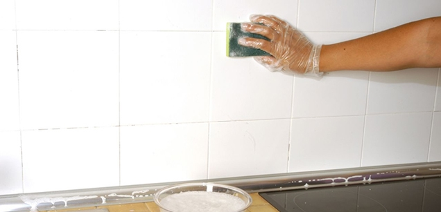 Consejos para pintar los azulejos de la cocina for Limpiar azulejos cocina