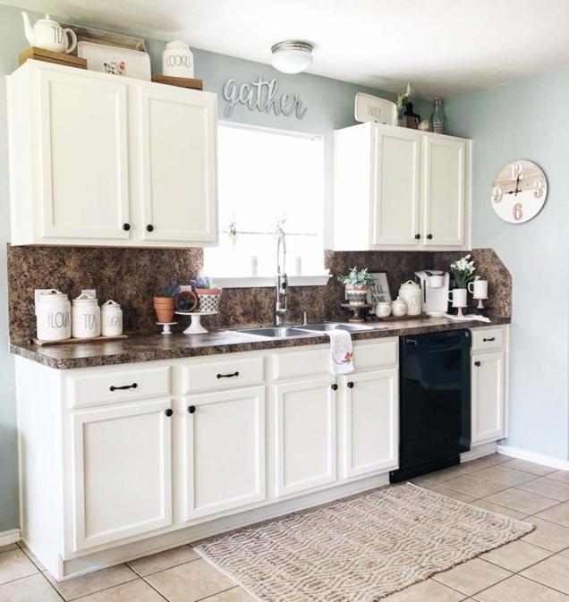 Ideas para decorar encima de los gabinetes de cocina