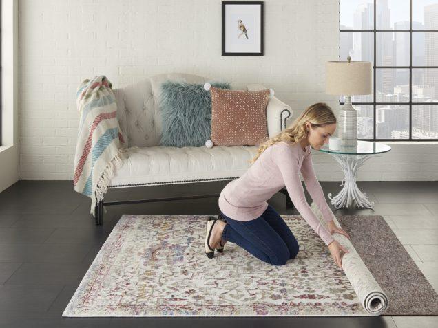 imagen Cómo aplanar una alfombra nueva